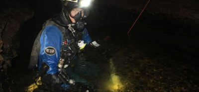 Diver links Niggly Cave with Growling Swallet